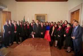 Gobernador Y Trabajadores Del Gobierno Estamos Unidos Y Trabajando En Equipo